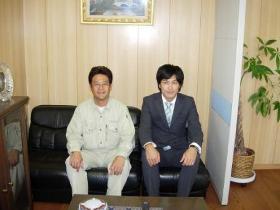 左: 専務取締役 橋本信治 様